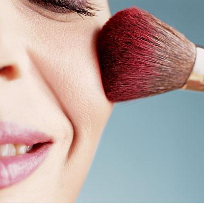 applying-pink-blush-400x400