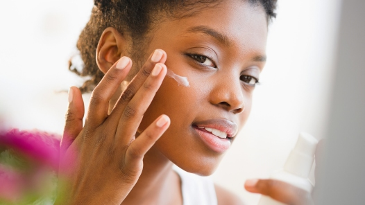 how to cover dark circles around the eyes